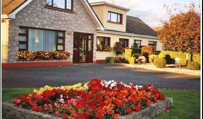 hotels and hostels for fall foliage in Dun Dealgan, Ireland